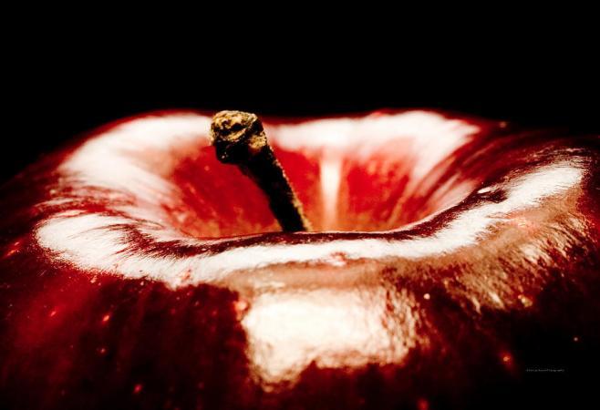 red-apple-temptation-sanjay-nayar